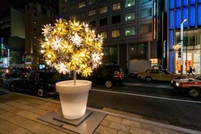 soku_34752.jpg :: 風景 街並み 都市の風景 芸術 アート オブジェ モニュメント ライトアップ 銀座中央通り