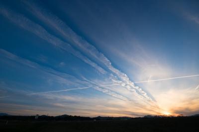 soku_34756.jpg :: 風景 自然 空 雲 飛行機雲 スパークル