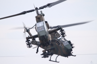 soku_34792.jpg :: 習志野空挺降下訓練始め/AH-1S