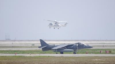 soku_35041.jpg :: 戦闘機 AV.8B 艦載機 MH.53E 掃海・輸送ヘリ