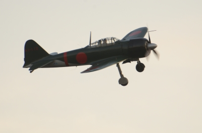 soku_35062.jpg :: エアレース RedBull レッドブル エキシビション 旧日本軍実機 零式艦上戦闘機 0戦 零戦