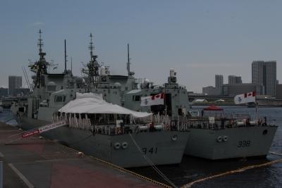 soku_35115.jpg :: 海上自衛隊 カナダ海軍 東京港晴海埠頭 オタワ F-341 Ottawa ウィニペグ F-338 Winnipeg レセプション準備