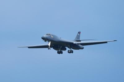 soku_35217.jpg :: 三沢基地航空祭 前日 フライイン 爆撃機 USAF B-1B 乗り物 交通 航空機 飛行機 軍用機