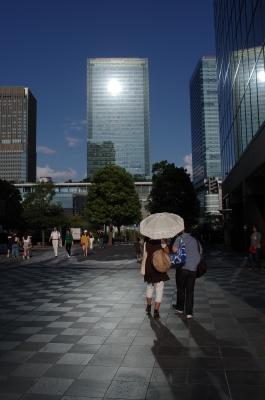 soku_35286.jpg :: 風景 街並み 都市の風景 ビル群 人物 カップル 恋人 夫婦