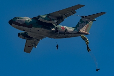 soku_35288.jpg :: 乗り物 交通 航空機 飛行機 軍用機 入間航空祭 輸送機 C-1 空挺降下