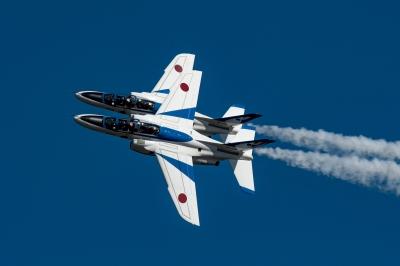 soku_35289.jpg :: 乗り物 交通 航空機 飛行機 軍用機 入間航空祭 ブルーインパルス T-4