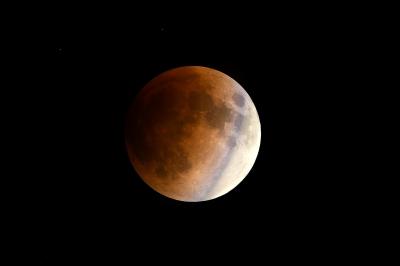 soku_35615.jpg :: 風景 自然 天体 月 皆既月食 食分0.8