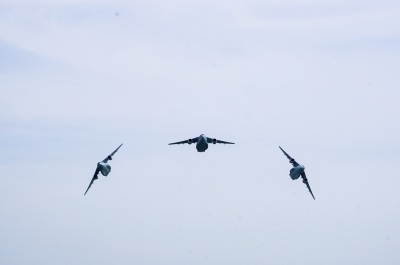 soku_36043.jpg :: 乗り物 交通 航空機 飛行機 軍用機 輸送機 C-1 機動飛行展示