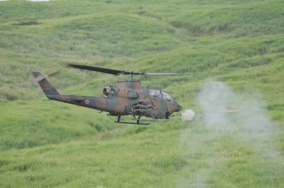 soku_36154.jpg :: 乗り物 交通 航空機 ヘリコプター 軍用機 AH-1S コブラ