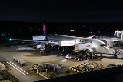 soku_36283.jpg :: 乗り物 交通 航空機 飛行機 旅客機 DL275 遅延