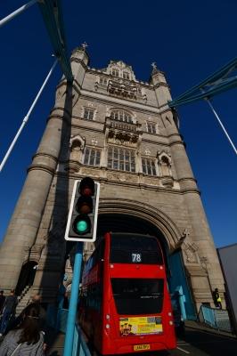 soku_36358.jpg :: イギリス ロンドン タワーブリッジ ロンドンバス